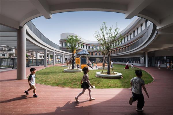 教学楼与楼之间的景观