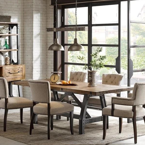 琥珀色餐桌