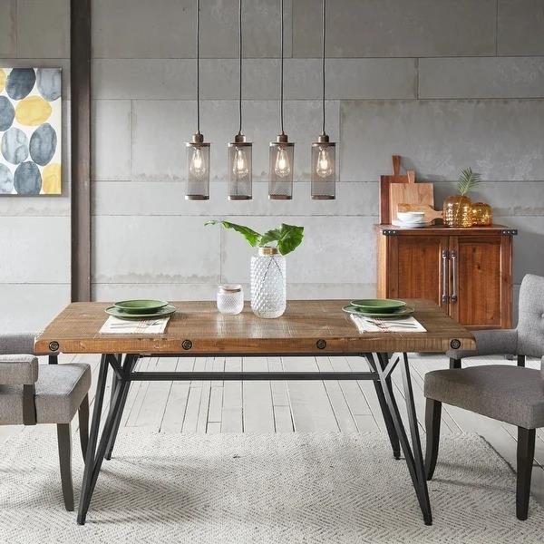 金属腿餐桌