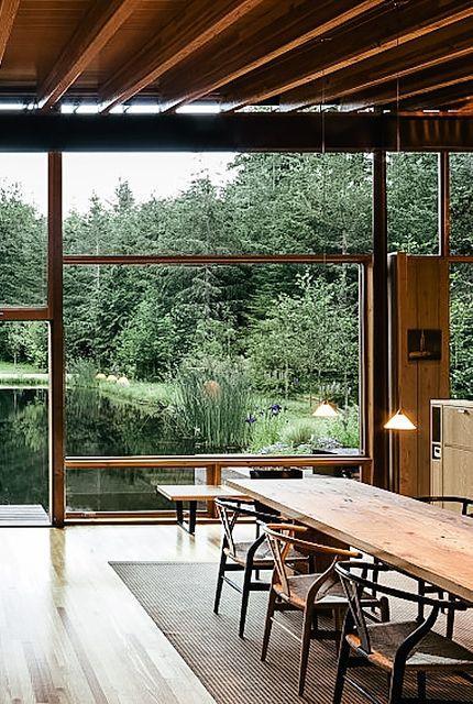 宽敞的玻璃窗