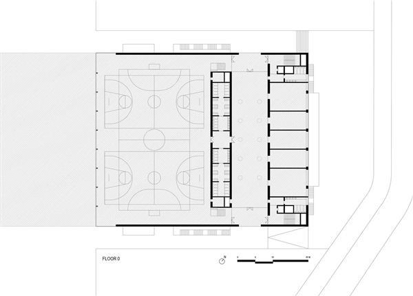 马德里 Francisco de Vitoria 大学的多功能体育馆和教室综合体
