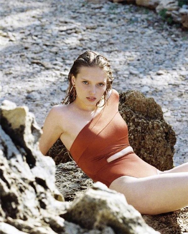 时尚芭莎介绍的小众泳衣