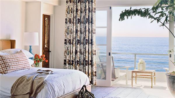 Soothing Beachy Bedrooms