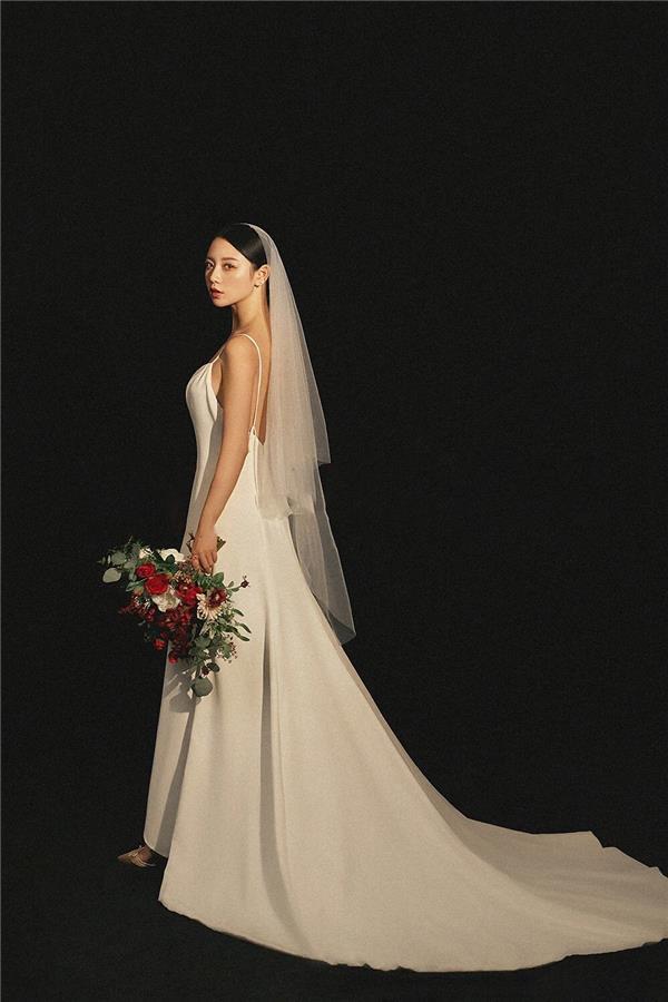 结婚当天免费婚纱一件
