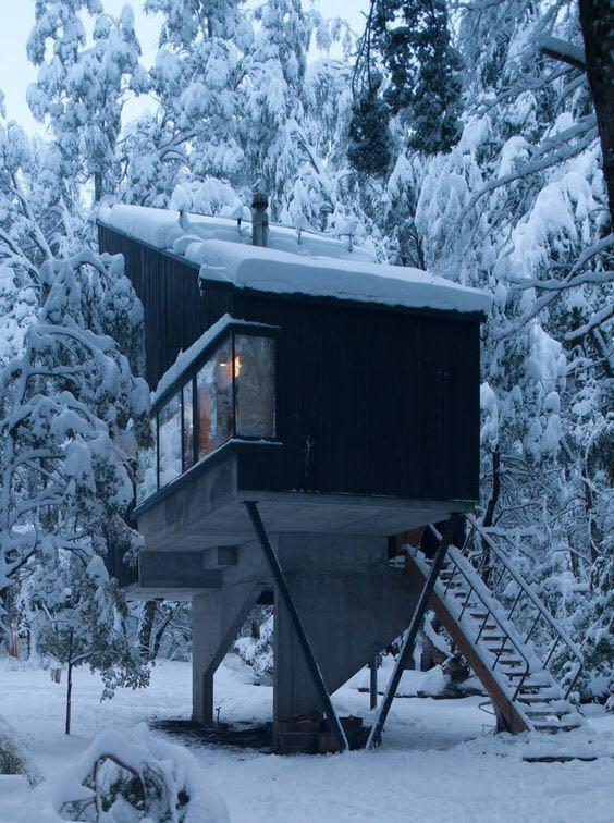 雪中的小住宅