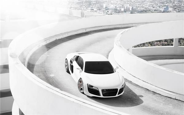 白色汽车图片