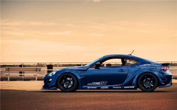 蓝色丰田GT86