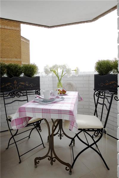 从一个小阳台上欣赏美景