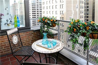 在阳台上喝杯下午茶