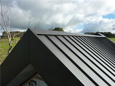 简洁的金属屋面