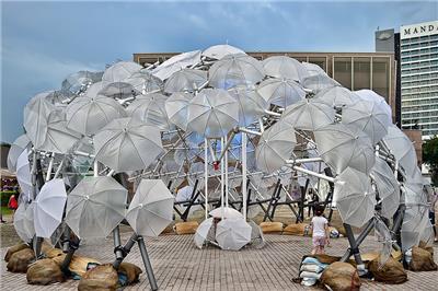 透明雨伞搭建优美亭帐 照亮ilight festival 2017