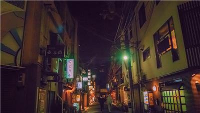 京东,传统与温暖并行